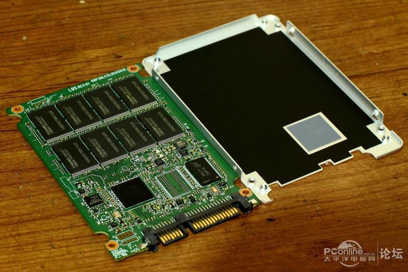 下面是三星850evo 120g的电路板,就这么大点!