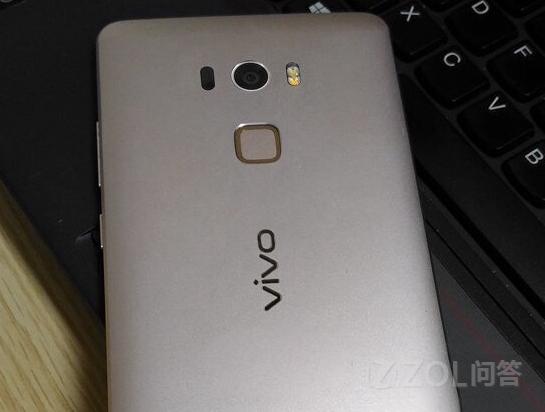 配置方面:vivo XPlay 5s将配备5.5英寸触控屏和支持2K分辨率,搭载4GB RAM+64GB ROM的存储组合,装载800万像素前置镜头和1600万像素主摄像头,4000mAh电池,运行的是Android 6.0系统。